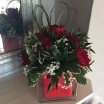 Bear grass heart with red roses. (FGF4)